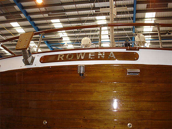 Rowena's beautiful, freshly varnished transom (figure 1)