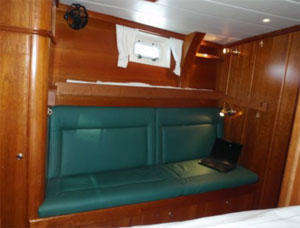 Starboard side cabin (figure 2)