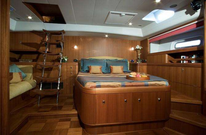 oyster-82-aft-cabin-670x441