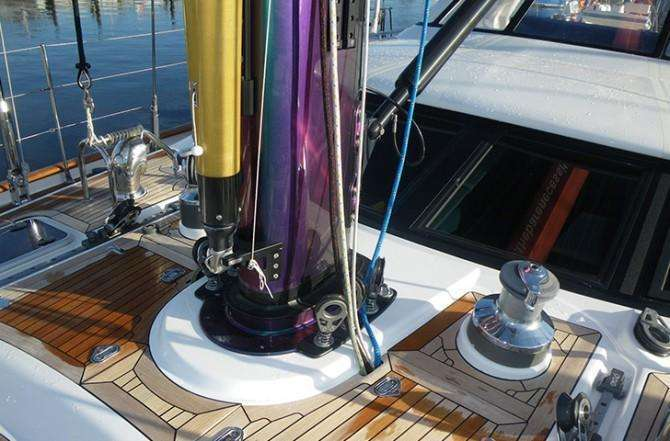 oyster-82-bare-necessities-mast-colour-670x441