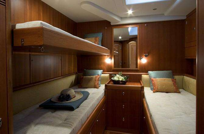 oyster-82-cabin-670x441