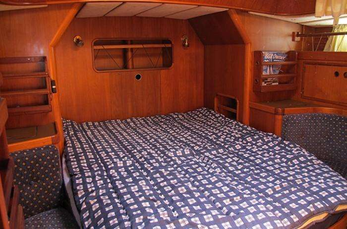 Contest 43 aft owners cabin