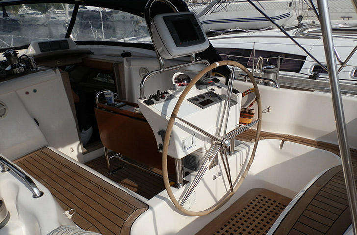 Discovery 55 helm position on deck