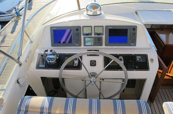 flybridge helm position fleming 55