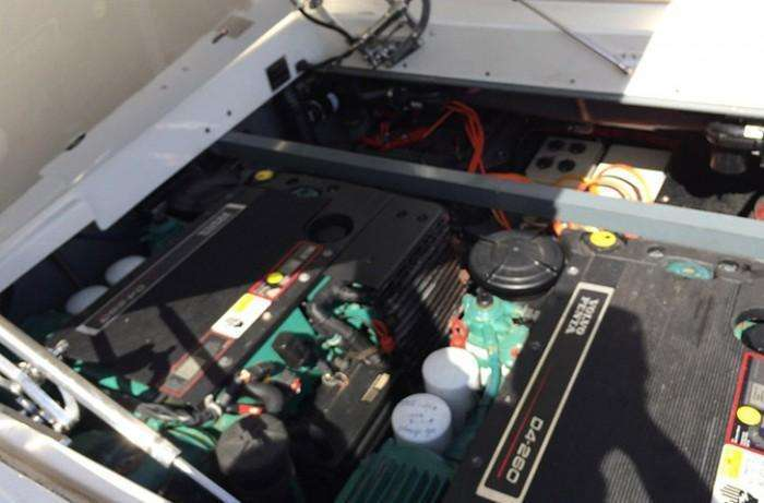 pascoe-sy10-midday-express-engine-compartment