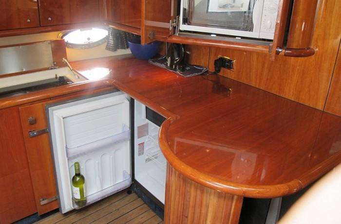 sunseeker-camargue-44-swell-galley