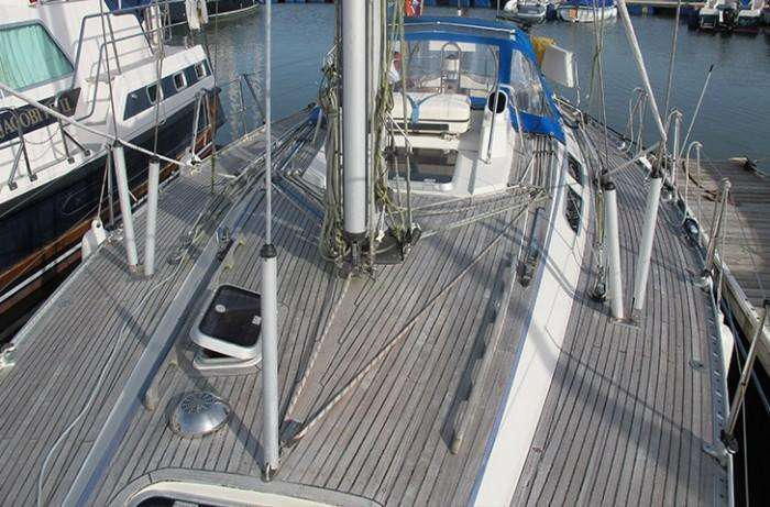 Sweden Yachts 390 deck view