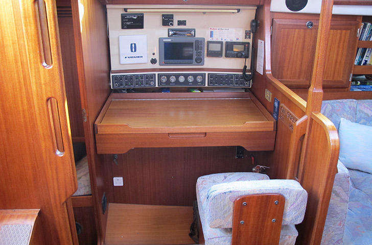 Chart Table Sweden Yachts 390