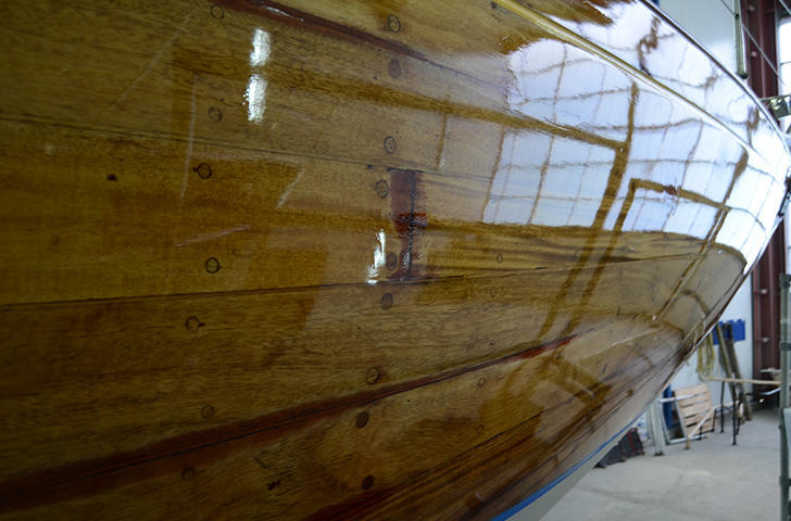 yacht varnishing at Berthon lymington