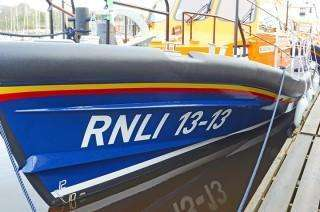 RNLI 13-13 Bow section - showing spray rails