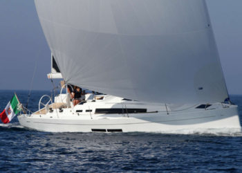 Solaris 37 Under Sail