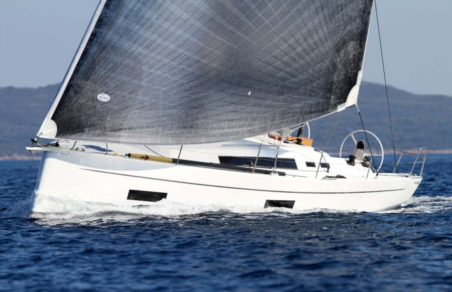 Solaris 42 Under Sail Exterior