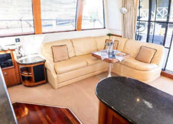 Carver 530 Voyager Pilothouse 13