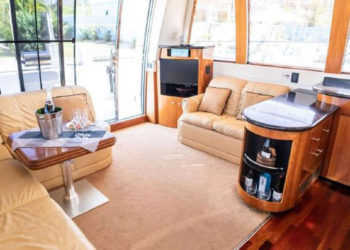 Carver 530 Voyager Pilothouse 14