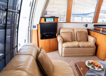 Carver 530 Voyager Pilothouse 15