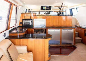 Carver 530 Voyager Pilothouse 18