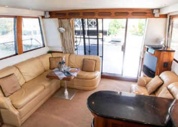 Carver 530 Voyager Pilothouse 2