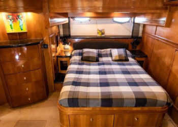 Carver 530 Voyager Pilothouse 33