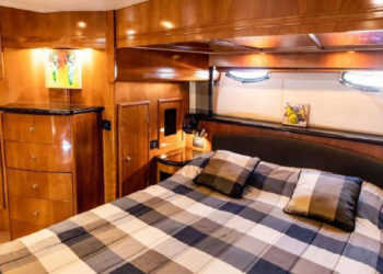 Carver 530 Voyager Pilothouse 35