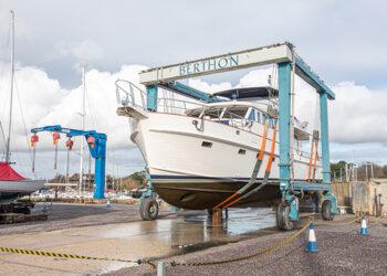 Motorboat in Berthon's 75 tonne hoist